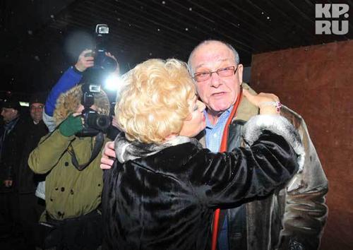 Людмила НАРУСОВА счастлива: он наконец-то дождалась свадьбы дочери! Свёкру Эммануилу ВИТОРГАНУ Ксения пришлась по вкусу (фото: