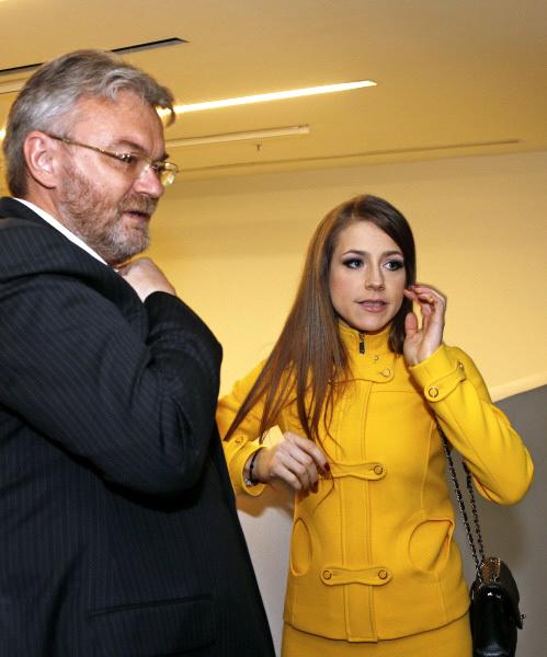 Юлия АРШАВИНА теперь выходит в свет одна и выглядит невесёлой. Фото: РИА «Новости»
