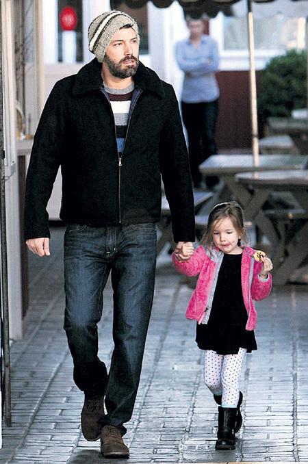 Любая прогулка с папой становится для дочери Бена АФФЛЕКА - Серафины настоящим праздником