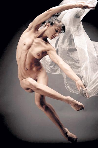 Обнажённой балериной уже никого не удивишь - подобные труппы есть и в России. Первой в нашей стране на сцене разделась Алла СИГАЛОВА. Фото: doodoo.ru