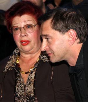 Константин ХАБЕНСКИЙ с мамой. Фото Ларисы КУДРЯВЦЕВОЙ
