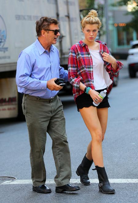 2 Алек Болдуин со своей красавицей-дочкой