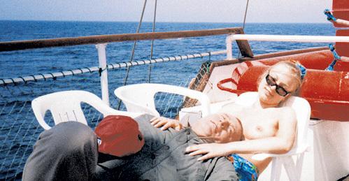 На рубеже «нулевых» Владимир ЖИРИНОВСКИЙ любил отдыхать с девушками лёгкого поведения. К чести политика, в суд за подобные публикации он никогда не подавал