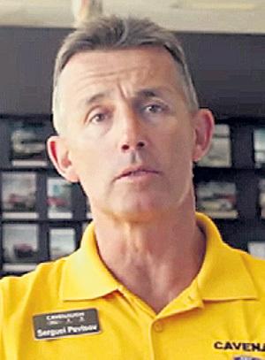 Сергей ПЕВЦОВ, старший брат Дмитрия, считается лучшим продавцом автомобилей в городе Джонсборо (США), где он сейчас живёт