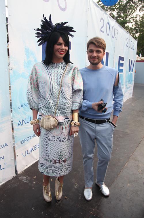 Анастасия СТОЦКАЯ со своим стилистом Олег ТАРНОПОЛЬСКИМ. На певице - платье от именитого английского дизайнера стоимостью 1,2 млн. рублей.