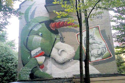 Фаллос, даже символический, даёт любой ослице возможность почувствовать себя сказочным существом. Фото: joyreactor.ru