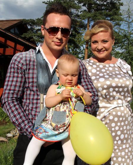 Светлана ПЕРМЯКОВА с мужем Максимом и дочкой Варей