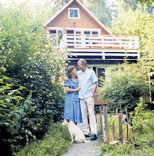 Евгений Александрович любил отдыхать в загородном доме в Переделкино с третьей женой Джан БАТЛЕР, переводчицей русской литературы