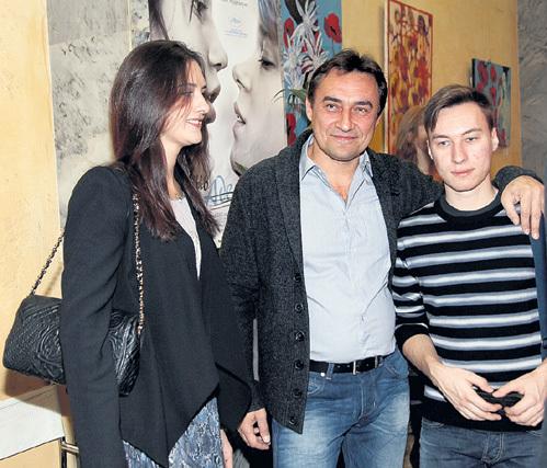 ЛАРИН с новой возлюбленной Катей и сыном Яном