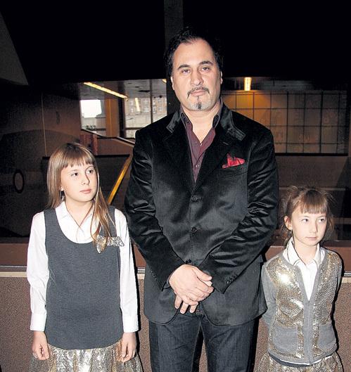 Валерий с любимыми девочками - Софьей и Ариной