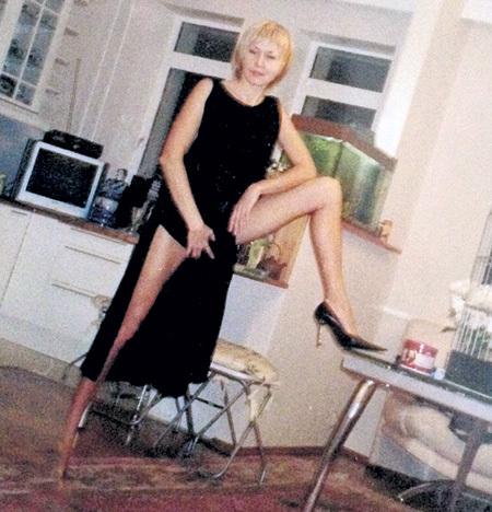 Сексапильная блондинка исполняла все капризы любимого - особенно ему нравилось фотографировать свою подругу...