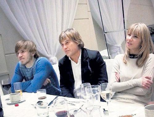 Семья: мама Сания, папа Алексей и сын Игорь