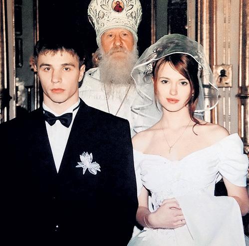 Школьное платье 16-летняя Юлия сразу сменила на подвенечное (2000 г.)