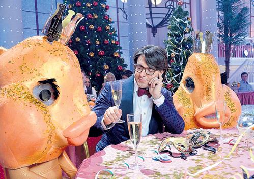 МАЛАХОВ весь вечер просидел за столиком с молчаливыми рыбами