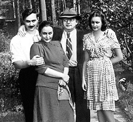 Семья маршала: сын Серго, жена Нино и невестка Марфа ПЕШКОВА - внучка Максима ГОРЬКОГО (1951 г.)