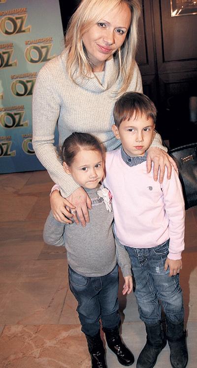 Мария БУТЫРСКАЯ приобщает к искусству сына Владислава и дочь Александру с детства