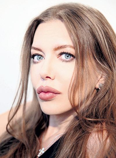 Слегка изменив внешность, экс-любовница Алексея ГЛЫЗИНА стала похожа на Анджелину ДЖОЛИ