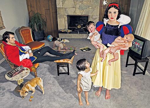 Вырастая, многие «принцессы» получают в «награду» хозяйство, которое вынуждены тащить в одиночку, кучу плачущих ребятишек и «принца»-бездельника в придачу