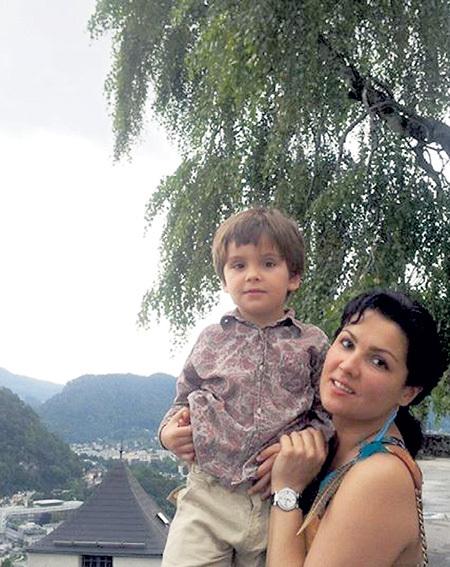 Анна НЕТРЕБКО не побоялась во всеуслышание рассказать о заболевании сынишки Тьяго и призывает мамочек «особенных» детей не падать духом. Фото: Fb.com