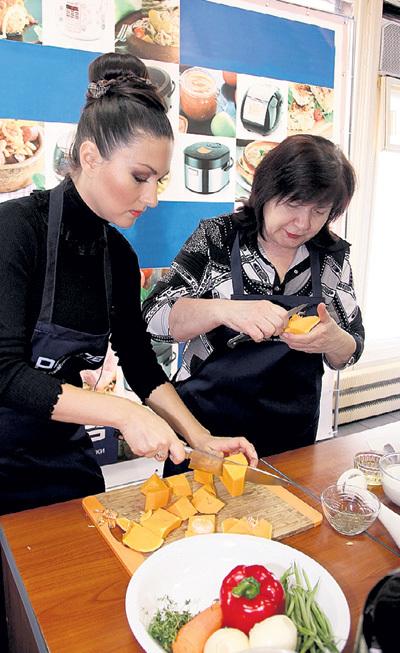 Кулинарным премудростям ТАКШИНУ обучает мама - Любовь Митрофановна