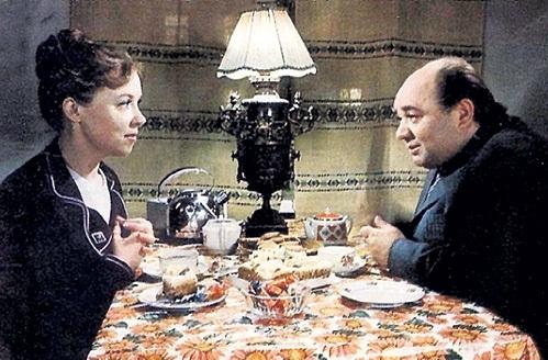 Евгений ЛЕОНОВ стал партнёром КАРПИНСКОЙ по фильму «Длинное, длинное дело» (1976 г.)