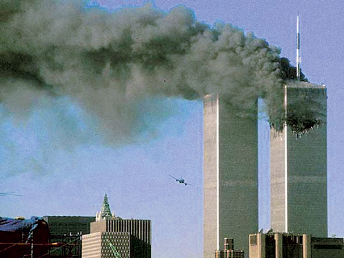 После попадания самолётов небоскрёбы были почти целёхонькими. Возникший пожар охватил всего семь этажей...