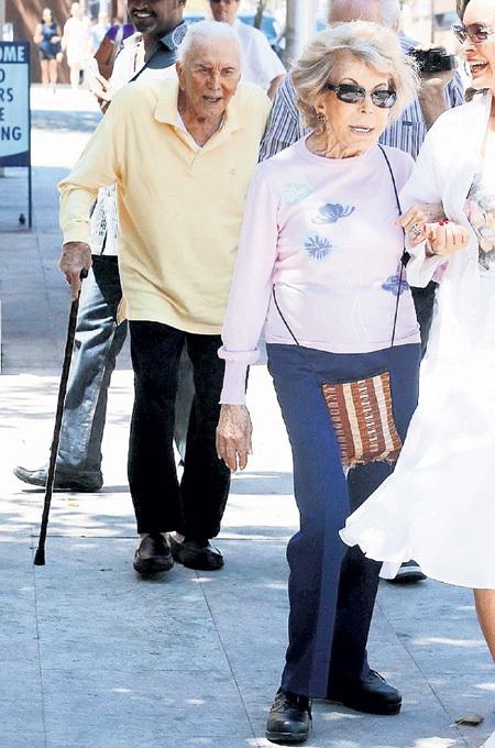 На двоих 97-летнему Керку ДУГЛАСУ и 84-летней Энн почти 200 лет