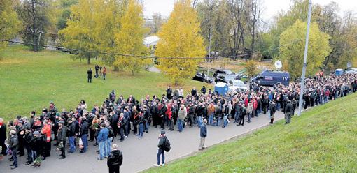 Проводить великого футболиста в последний путь пришли 15 тысяч человек. Фото Константина ИВАНОВА/«Советский спорт»