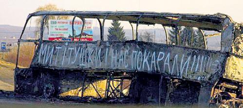 За неделю до бегства ЯНУКОВИЧА на подъездах к Киеву уже стояли блокпосты «Правого сектора». Бандерлоги сжигали все автобусы, ехавшие в столицу из Крыма... Фото: Youtube.com