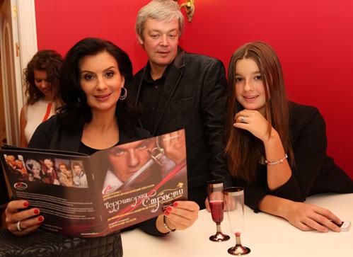 Александр СТРИЖЕНОВ с семьёй