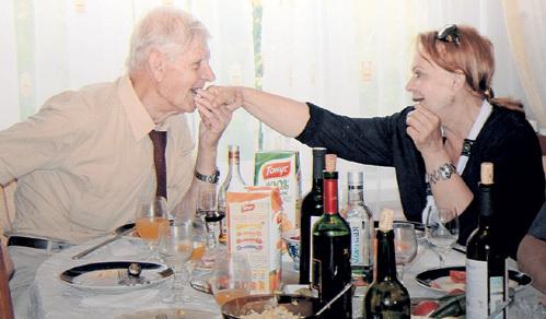 Через 50 лет Алла вновь встретила свою первую любовь - Павла Михайловича, который предложил ей выйти замуж