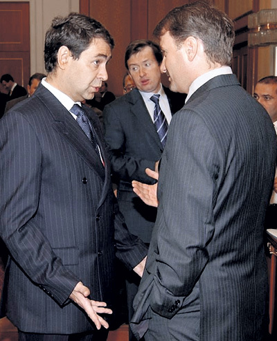 Занимаемые должности заставляют КОСТИКОВА и ГРЕФА смотреть на деньги с разных сторон