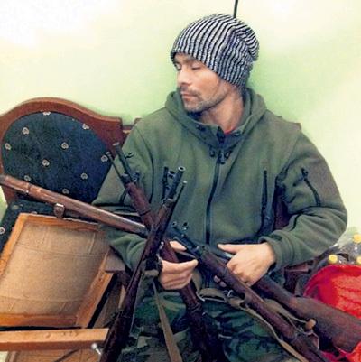 ГУЛЬХАНОВ в совершенстве владеет холодным и огнестрельным оружием