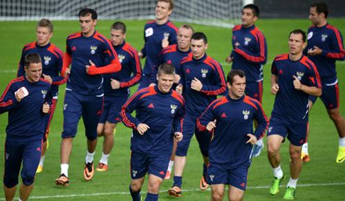 Перед следующим матчем (с Австрией) футболистам сборной России вряд ли разрешат заниматься любовью