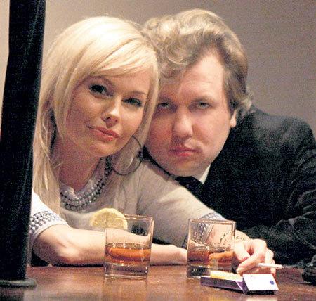 В ресторане «Терраса»: Сергей всегда смотрит в объектив камеры тяжелым взглядом настоящего мачо (Фото: facebook.com)