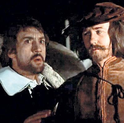 В «Маленьких трагедиях» КУРАВЛЕВ сыграл роль Лепорелло, слуги дона Гуана (слева - ВЫСОЦКИЙ)