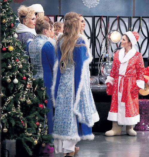 Весёлый Дед Мороз - Наталья Андреевна четко отдавала указания непослушным Снегуркам