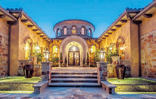 Вилла построена по лучшим образцам тосканской архитектуры