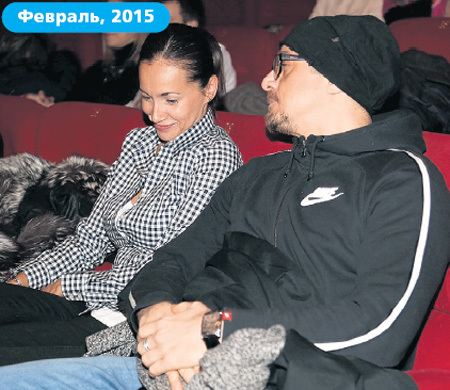 Комментируя отношения с МАКАРОВЫМ, ФИЛИППОВА отметила, что с коллегой по цеху она давно дружит, а на премьере оказалась совершенно случайно...