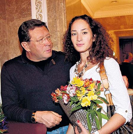 Бывший муж - Георгий МАРТИРОСЯН с их общей дочкой Лизой