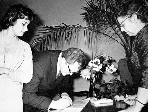 Свадьбу с Леонидом САТАНОВСКИМ актриса сыграла в 1961 году. Фото из личного архива Майи МЕНГЛЕТ
