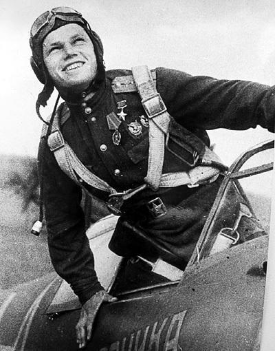 Иван КОЖЕДУБ, пройдя Великую Отечественную, командовал истребительной дивизией в Корее. С апреля 1951-го по январь 1952 года его лётчики сбили 216 самолётов. Фото: englishrussia.com