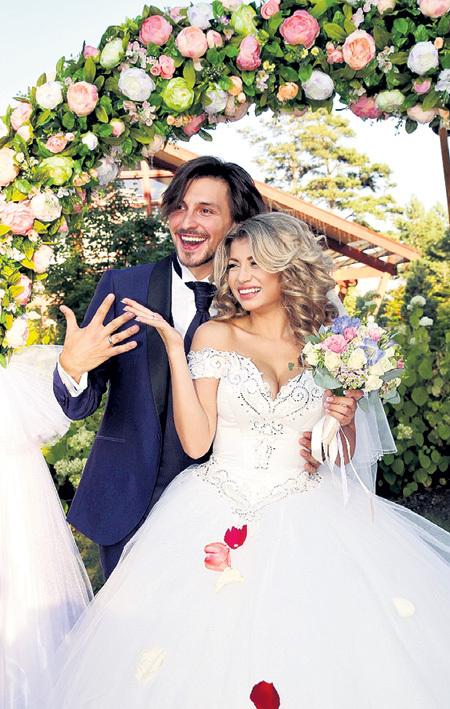Дмитрий и Виктория расписались... Фото Бориса КУДРЯВОВА