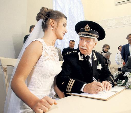 Народный артист пообещал невесте, что сил у него хватит лет на семь. Фото Тимура ХАНОВА/«Комсомольская правда»