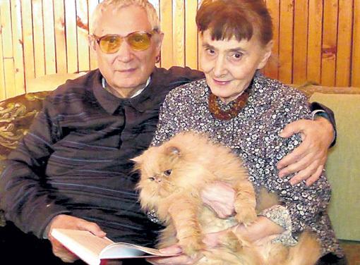 Юрий и Мария МАМЛЕЕВЫ души не чают в любимом коте. Фото: культурный-портал.рф