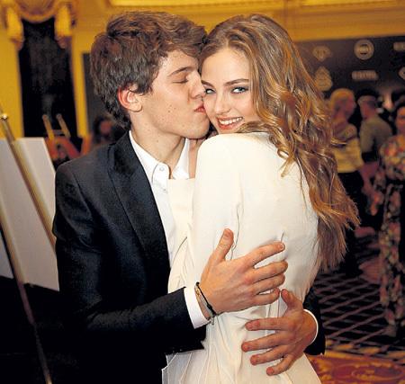 Никита НОВИКОВ всё отдаст за поцелуй Алеси КАФЕЛЬНИКОВОЙ