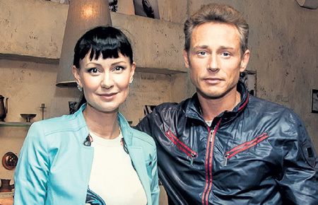Это фото Нонны и Дмитрия ИСАЕВА до сих пор украшает галерею «Наши звёздные гости» нижегородского ресторана «Миндаль». Фото: Restoranmindal.ru
