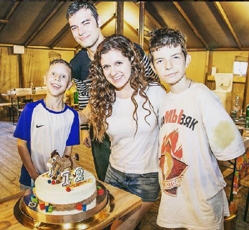 Анастасия ДЕНИСОВА с семьей (Фото: instagram.com)