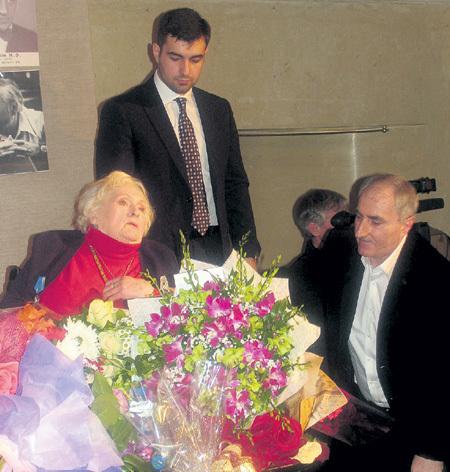 Свою московскую квартиру Татьяна Михайловна переписала по договору ренты на Демиса КОКОЕВА (справа), который ухаживает за актрисой