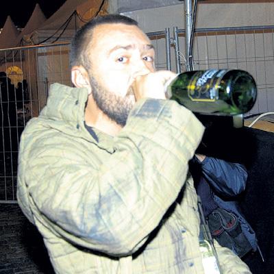 Любовь ШНУРА к шампанскому вылилась в мордобой